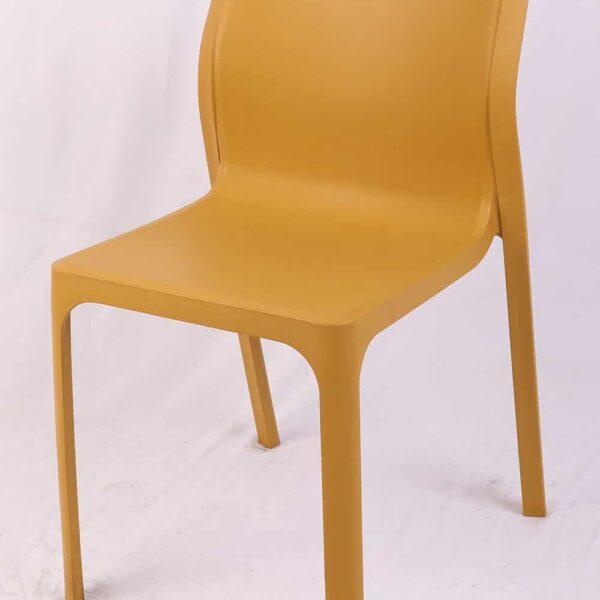 כיסאות פלסטיק לפינת אוכל