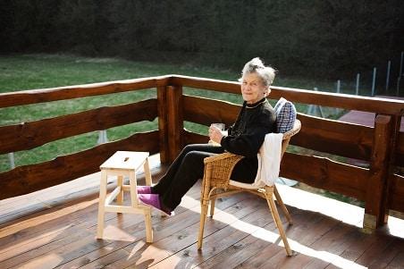 כיסאות עץ