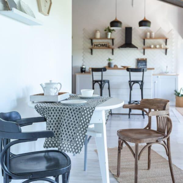 כסאות עץ למטבח