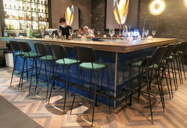 כסאות בר למסעדה: 4 טיפים לבחירת הכיסאות הנוחים ביותר