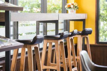 כסאות בר מעץ – שדרוג המטבח שלכם